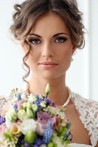 How To Become Bridal Makeup Artist : How to Become a Makeup Artist